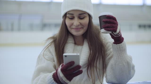 young woman on ice-skating rink - pattinaggio sul ghiaccio video stock e b–roll