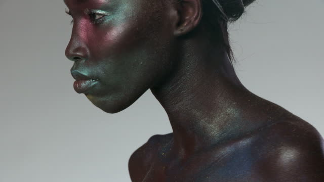young woman on light with metallic make up - kamerawinkel stock-videos und b-roll-filmmaterial