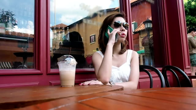 young woman on the phone - depth marker stock videos & royalty-free footage