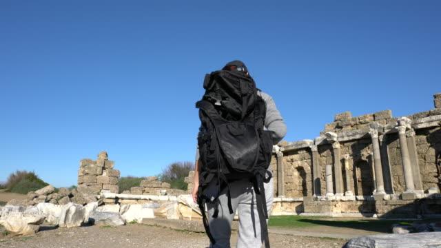 young woman on travel exploring on the ancient civilization. - solo una donna di età media video stock e b–roll
