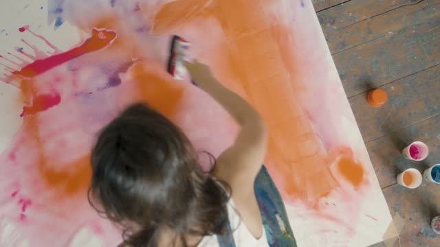 young woman painting - malen stock-videos und b-roll-filmmaterial