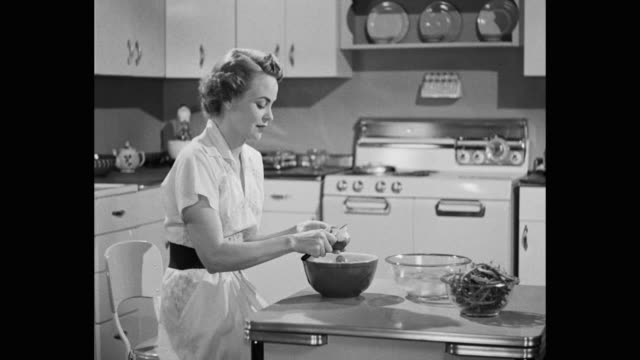 vídeos y material grabado en eventos de stock de young woman peeling potatoes in kitchen - domestic kitchen