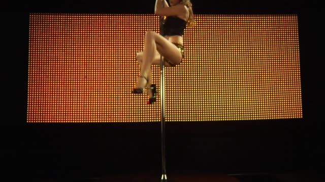 vídeos de stock, filmes e b-roll de ms slo mo young woman performing pole dance on stage / london, uk - stripper