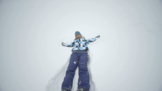 young woman playing in snow - skijacke stock-videos und b-roll-filmmaterial