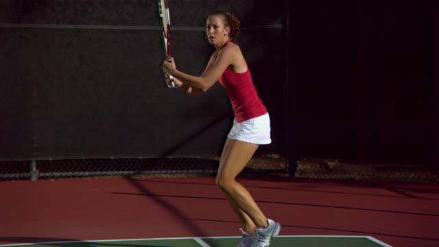 vídeos de stock, filmes e b-roll de ws, young woman playing tennis, santa barbara, california, usa - tênis esporte de raquete