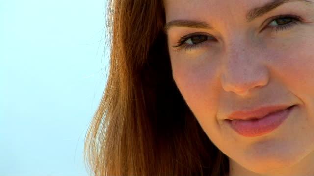 vidéos et rushes de young woman portrait - seulement des jeunes femmes