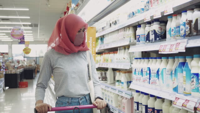 young woman protect yourself from the covid-19 with protective face masks, air pollution and anti-virus concept - east asian ethnicity stock videos & royalty-free footage