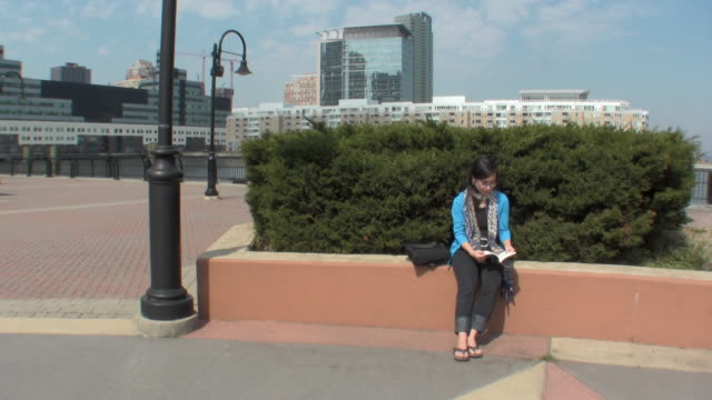 WS Young woman reading book / Jersey City, New Jersey, USA