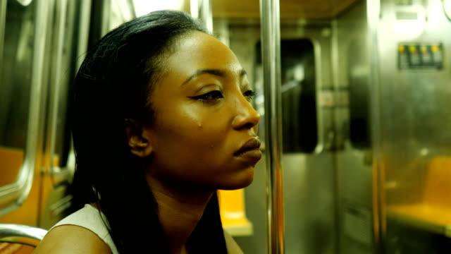 vídeos de stock e filmes b-roll de young woman riding the new york city subway - estação