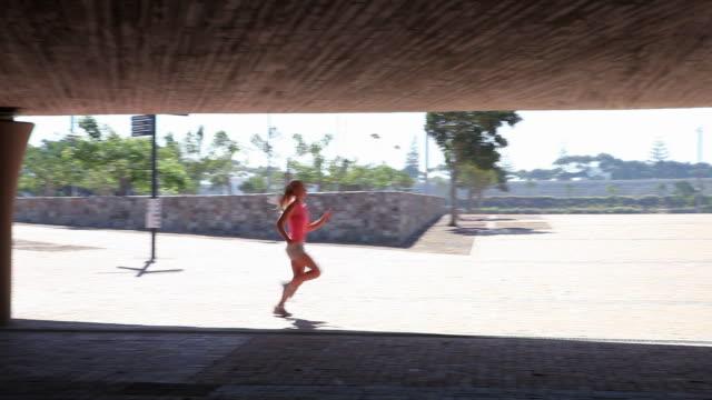 young woman running - joggerin stock-videos und b-roll-filmmaterial