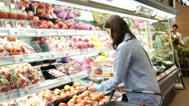 young woman shopping fresh vegetable - only japanese stock videos & royalty-free footage