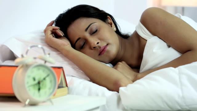 vídeos de stock, filmes e b-roll de ms r/f young woman sleeping in bedroom - sem manga