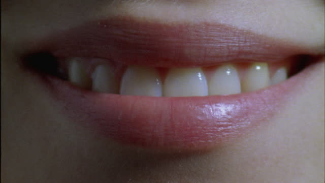 vídeos y material grabado en eventos de stock de ecu, young woman smiling, close-up of mouth - detalle de primer plano
