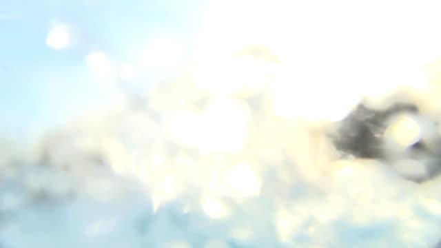 hd super slow-motion: giovane donna spruzzi d'acqua - mischief video stock e b–roll