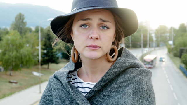 stockvideo's en b-roll-footage met jonge vrouw staande op een brug overweegt problemen en kijken naar camera - communication problems