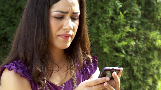 cu young woman text messaging on smart phone / sherman oaks, california, usa.  - bestürzt stock-videos und b-roll-filmmaterial