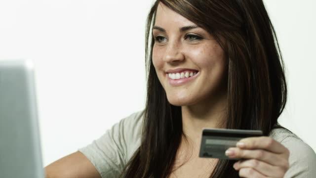 vidéos et rushes de cu tu young woman using laptop and holding credit card / orem, utah, usa - orem