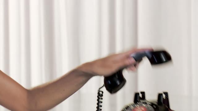 stockvideo's en b-roll-footage met young woman using vintage dial phone - telefoonhoorn