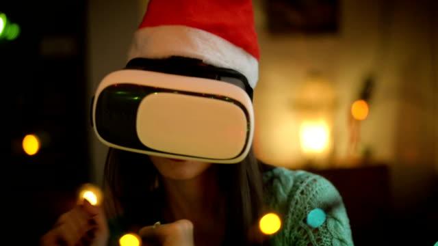 stockvideo's en b-roll-footage met jonge vrouw met behulp van virtual reality bril - de volgende stap