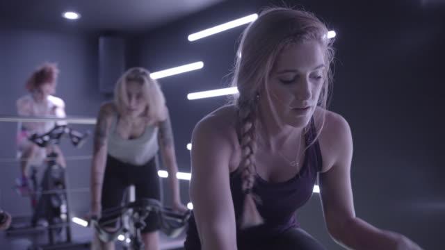 young woman - インドアサイクリング点の映像素材/bロール