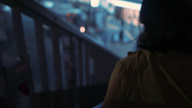 vidéos et rushes de young woman walking down stairs outside at night in tokyo, japan - marches et escaliers