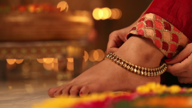 cu young woman wearing anklet during diwali festival / new delhi, delhi, india - fußkettchen stock-videos und b-roll-filmmaterial
