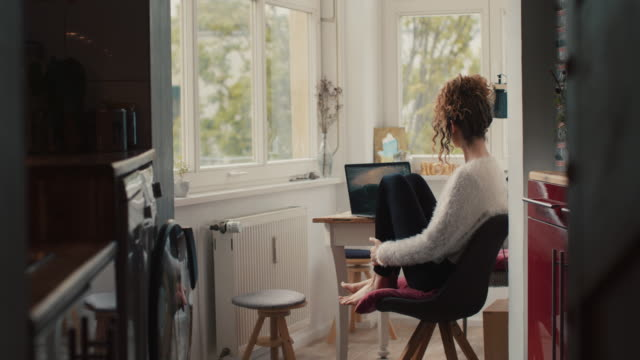 young woman with laptop at home in berlin - leggings stock videos & royalty-free footage
