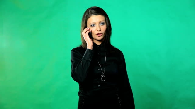 stockvideo's en b-roll-footage met hd: young woman with mobile phone - flexplekken