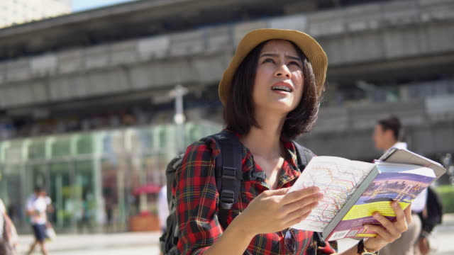 young woman with tourist map - passenger stock videos & royalty-free footage