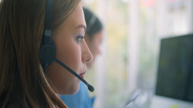 junge frau arbeitet in einem call-center,close-up - customer stock-videos und b-roll-filmmaterial