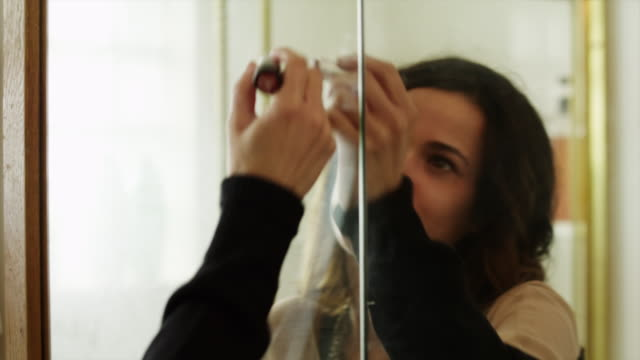 stockvideo's en b-roll-footage met cu young woman writing i love you with lipstick on bathroom mirror / provo, utah, usa - spiegel