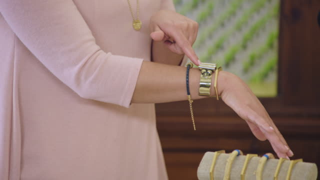 cu. young women advertise fashionable bracelets in jewelry infomercial. - 通販点の映像素材/bロール
