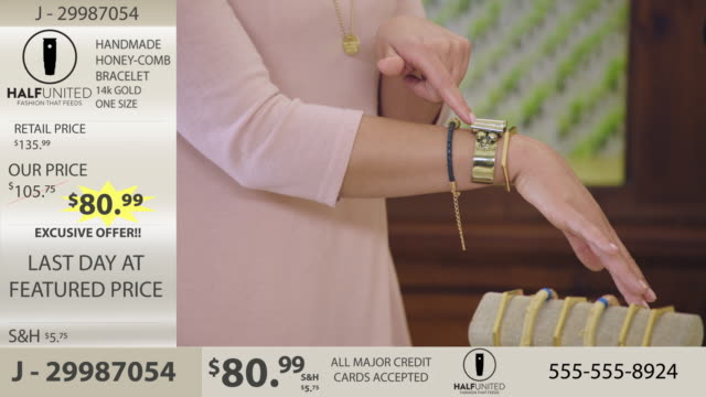 vídeos de stock e filmes b-roll de cu. young women advertise fashionable bracelets in jewelry infomercial. - vendedor comércio