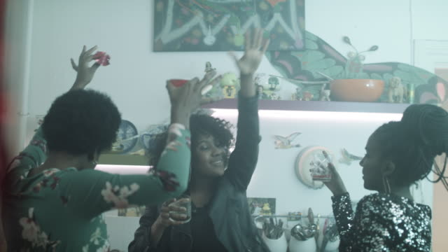 stockvideo's en b-roll-footage met young women dancing together at party in kitchen - friendship