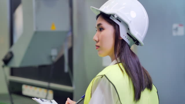 young women engineer inspecting the work process of industrial cnc metal machining.technology,industry,science,innovation,education,industry 4.0,women in stem.automation – large scale industrial concept.blue collar workers - refinery stock videos & royalty-free footage