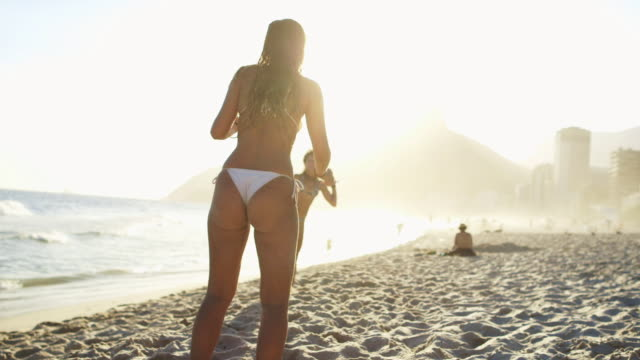 ms young women in bikinis play football (altinho) on ipanema beach / rio de janeiro, brazil - geköpft stock-videos und b-roll-filmmaterial