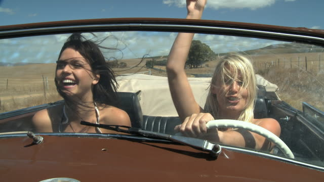 ms pov young women in convertible car / cape town, south africa - auto convertibile video stock e b–roll