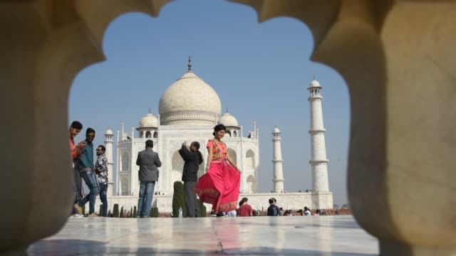 young women in red clothes in front of  taj mahal, - gold dress stock videos & royalty-free footage