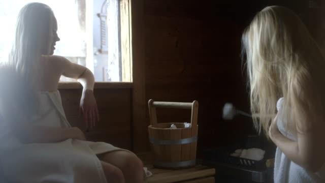 young women in sauna - サウナ点の映像素材/bロール