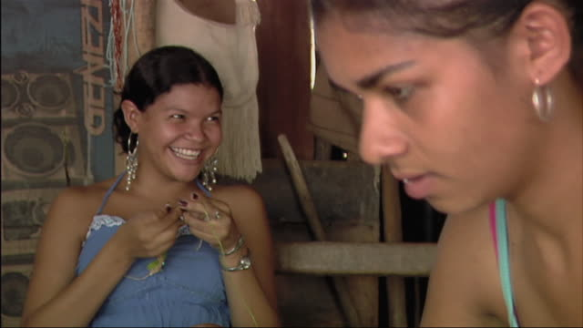 ms young women knitting / colombia - stricken stock-videos und b-roll-filmmaterial