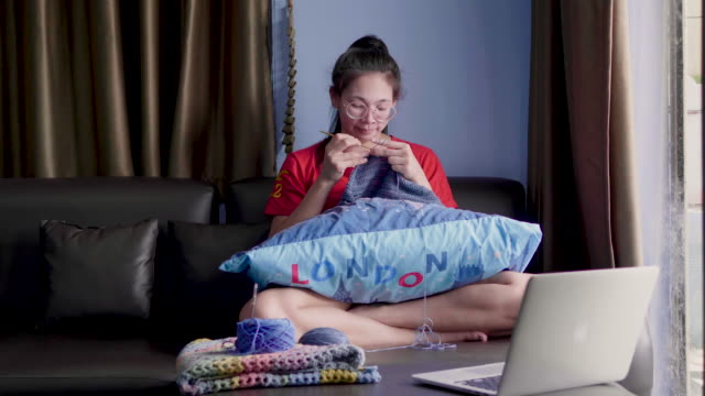young women knitting in the living room - craft stock videos & royalty-free footage