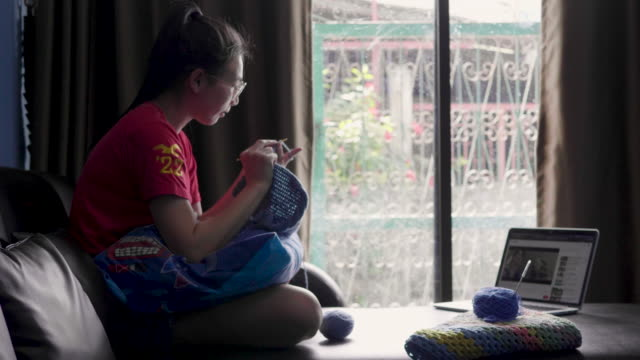 young women knitting in the living room - knitting stock videos & royalty-free footage
