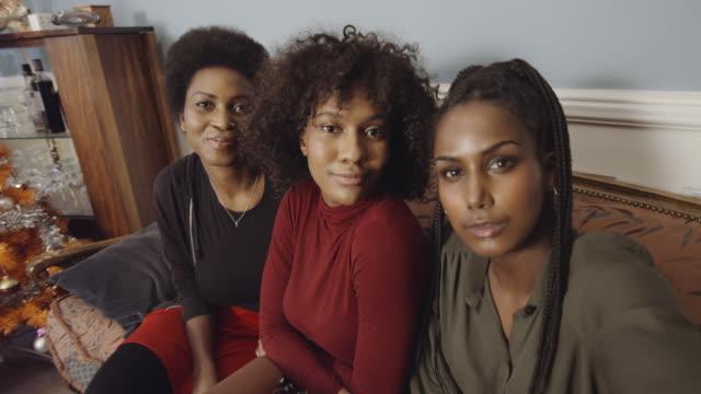 pov of young women making selfies in sofa at home - 口を尖らせる点の映像素材/bロール