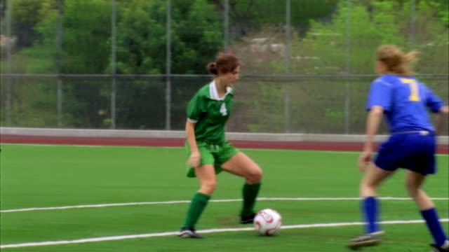 stockvideo's en b-roll-footage met slo mo, ms, pan, young women playing soccer, biola university, la mirada, california, usa  - getal 7