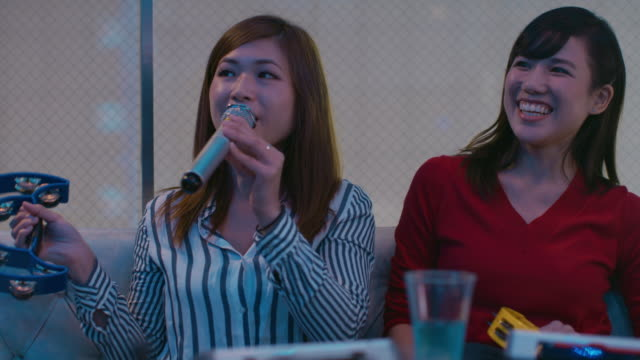 ms young women sing karaoke / tokyo, japan - 歌う点の映像素材/bロール