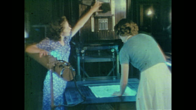vidéos et rushes de young women train in clerical work, typing, commercial printing, photography and sign making - 1942