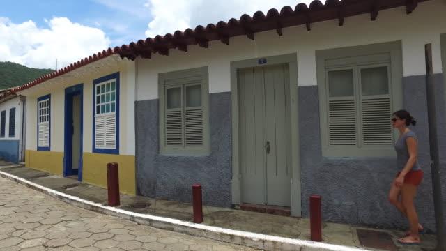 young women walking in goias city, brazil - 南アメリカ点の映像素材/bロール