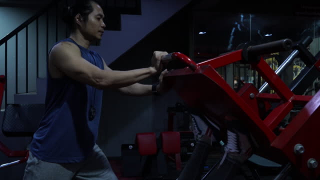 young women workout at gym with personal trainer - human limb stock videos & royalty-free footage