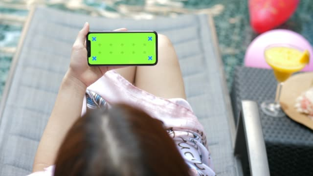 youngwoman relaxing phone on the pool, chroma key-horizontal - seitenansicht stock-videos und b-roll-filmmaterial