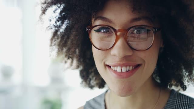 vidéos et rushes de vos rêves fonctionnent quand vous le faites - jeunes femmes